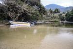 Barco na praia do Bonete (Ilhabela, SP)