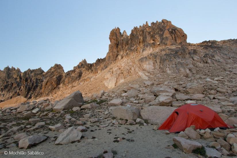 Acampando ao lado da Laguna Schmoll (Parque Nacional Nahuel Huapi, Argentina)