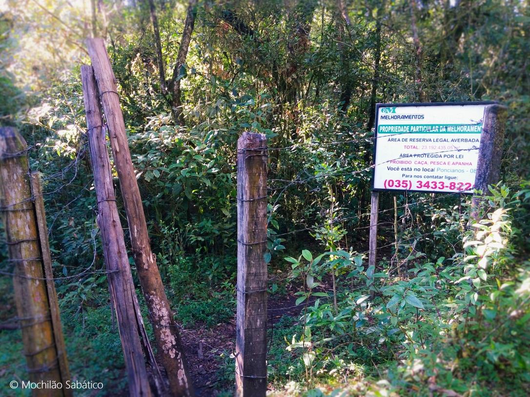 Cerca de arame no final da trilha do Jorge (Monte Verde, MG)